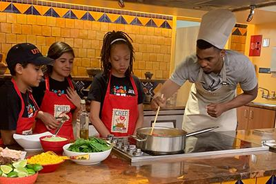 Colonial Hills students cook with San Antonio Spurs